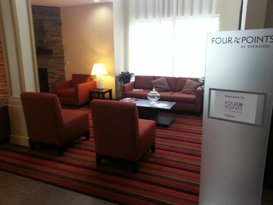 Four Points by Sheraton Portland East : Hotel Lobby