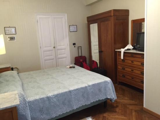 Hotel Suisse: ön cephe oda