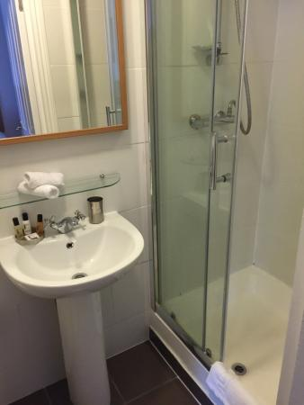 Le Apartments East London Possibly Suitable For Only 3 Persons In One Bedroom Apartment