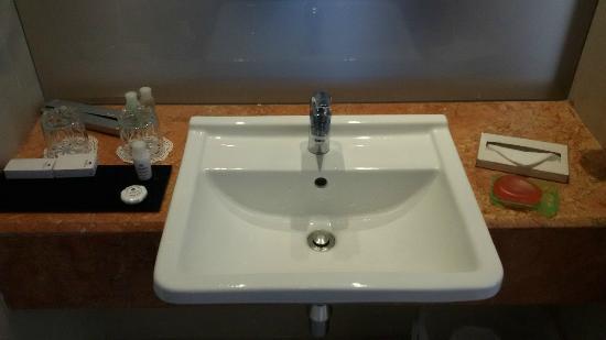 Radisson Salem: Bathroom