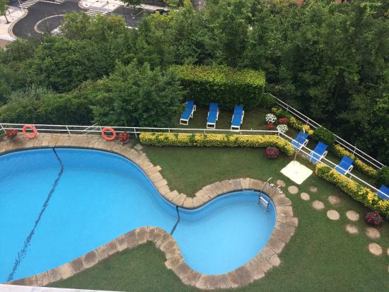 Hotel Avenida : View of pool: sun loungers are the level below