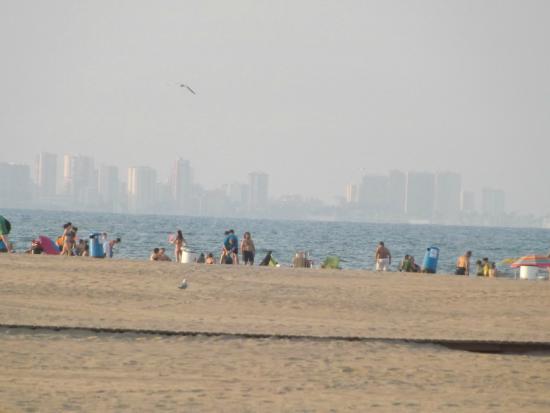 La spiaggia foto di playa de la malvarrosa valencia for Spiaggia malvarrosa valencia