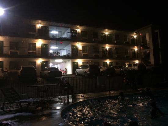 Classic Motor Inn: View from the pool