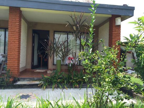 Balangan Garden Bungalow : Номер и балкончик