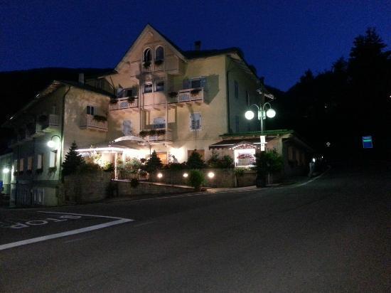 Hotel Pangrazzi: L'albergo visto di fronte