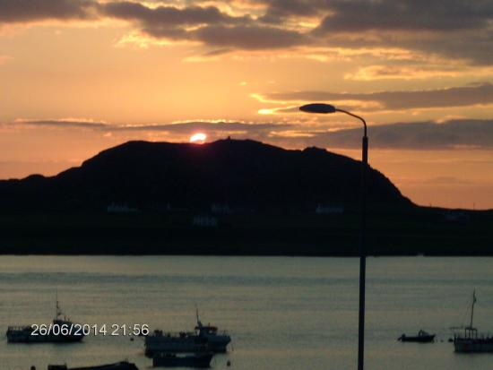 Seaview Bed & Breakfast: Sunset over Iona from our bedroom window