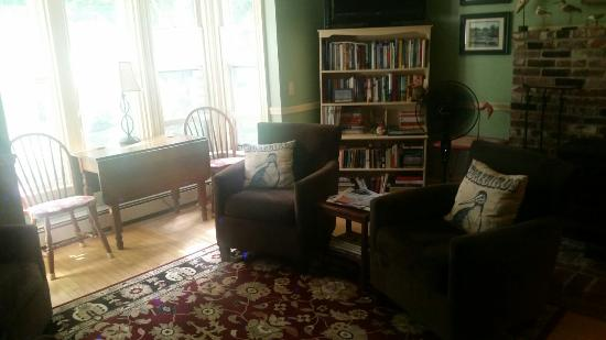 White Cedar Inn Bed and Breakfast: Inside the white cedar Inn