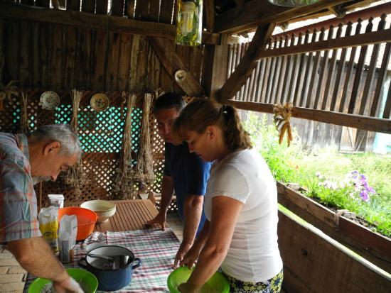 Casa cu Zorele: Traditional bread making
