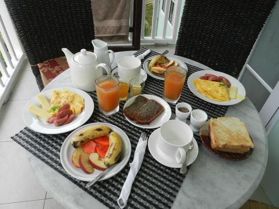 Bord Mer Villa: Завтрак