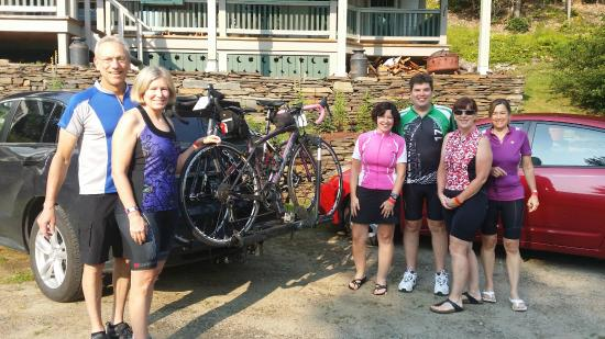 Cobble House Inn Bed and Breakfast: Well fed and on their way to the bike race, on a beautiful Summer day in Vermont!