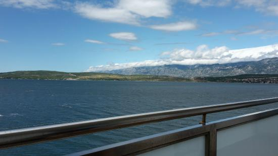 Aparthotel Castrum Novum : View from balcony (right) - Velebit mountains in the back