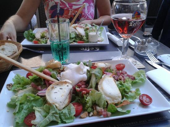 L'Arbre a palabres : Salade de chèvre. Très copieuse. Très bonne.