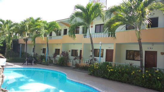Hotel Cambri: Piscina familiar, los niños pueden bañarse sin ningún inconveniente ya que no es muy profunda.