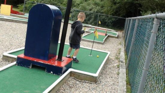 Mystic KOA : mini golf