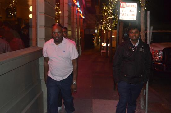 Pontiac Hotel : outside the hotel..its not safe to take photo here in night