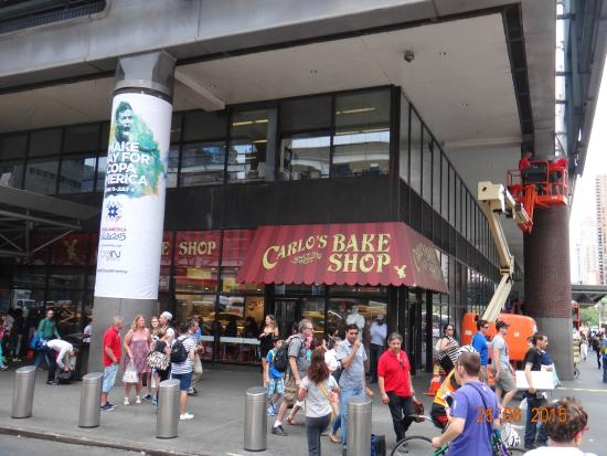 50747e08b2b fachada - Picture of Carlo's Bake Shop - Cake Boss Cafe, New York ...