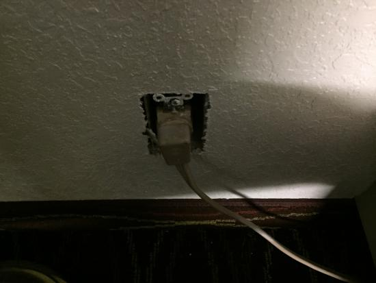 SureStay Hotel by Best Western Helen Downtown: Exposed electrical outlet