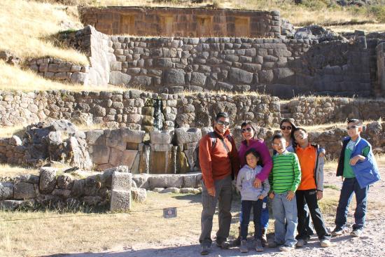 The Last Inkas Tour Operator: Grupo. Primeras ruinas