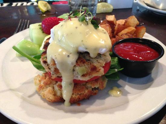 B Matthew's Eatery : Crab Cake Benedict