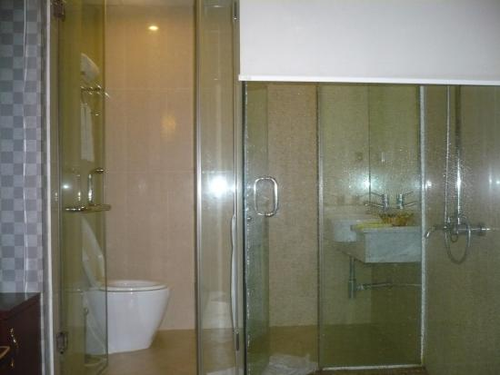 Hanoi Twins Hotel: Bathroom