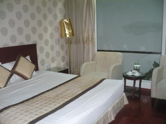 Hanoi Twins Hotel: A bigger room