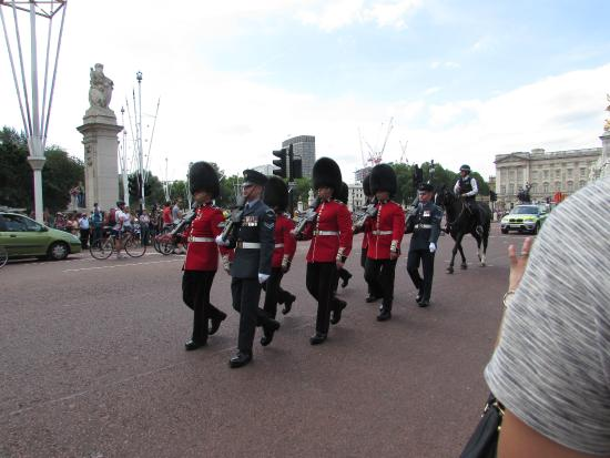 Real London Tours: Changing of the Guard - Buckingham Palace