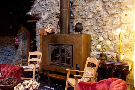 Hotel Antsotegi: interior