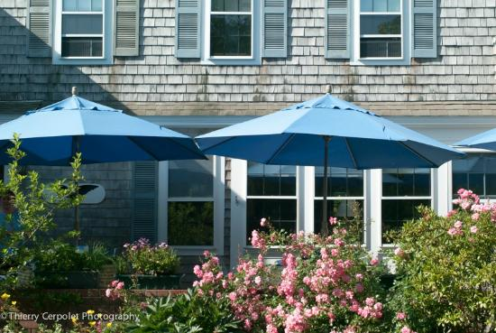 Ashley Manor: Breakfasts under the blue umbrellas