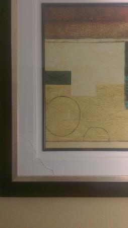 Comfort Inn Lebanon Valley/Ft. Indiantown Gap: Broken glass