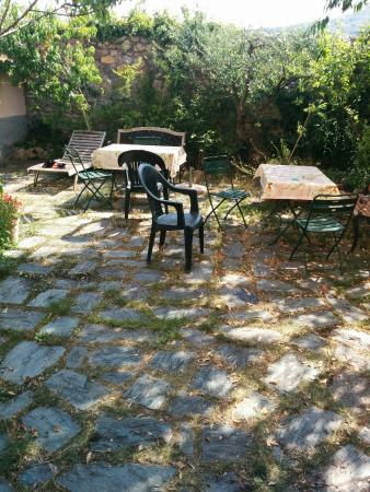 Pugliola, Italy: Giardino posteriore