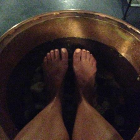 Soakology Foot Sanctuary and Teahouse: Foot soak