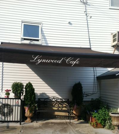 Lynwood Cafe: Side of Lynwoods