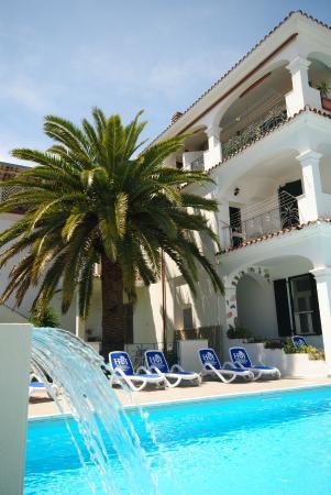 Holiday Residence Rifugio: Pool Mit Wasserfall