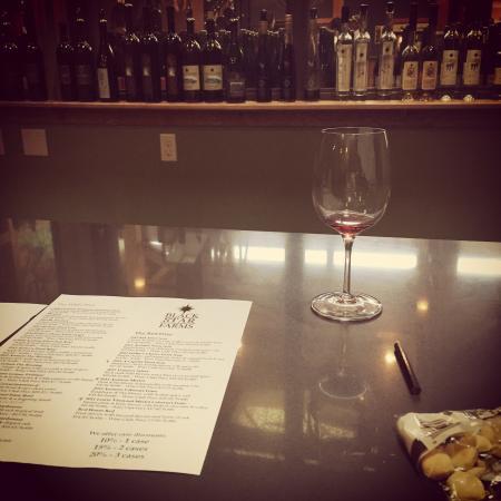Hearth & Vine Cafe at Black Star Farms: Wine tasting in the club room