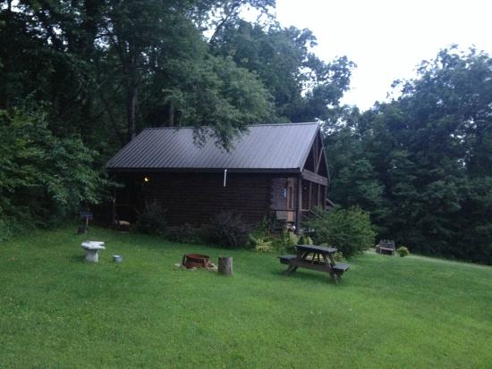 Sunset Ridge Log Cabins: The cabin and camp area
