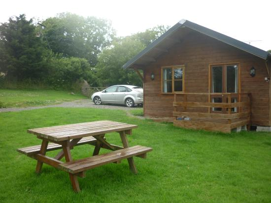 Simpson Cross, UK: Garden and Cabin