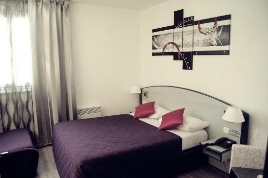 Hotel Le Capricorne : chambre prune