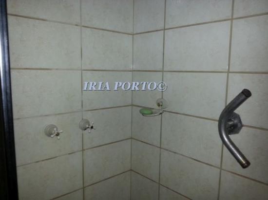"""Flores Da Cunha, RS : BOX DO APARTAMENTO """"LUXO"""" 1201 (MOFO NAS PAREDES)"""