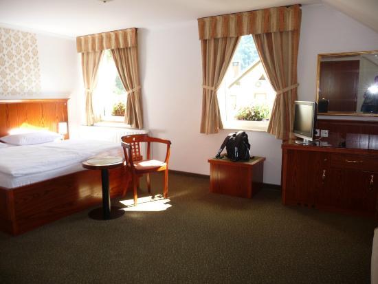 Hotel Kotnik: Sunny bedroom