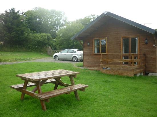 Simpson Cross, UK: Garden Cabin and Car parkin