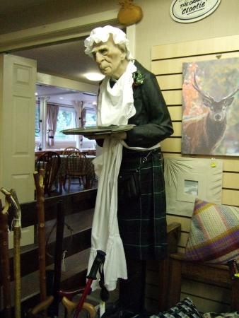 Speyside Heather Centre: Unusual waiting staff!