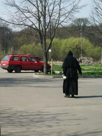 Территория монастыря.Стоянка.