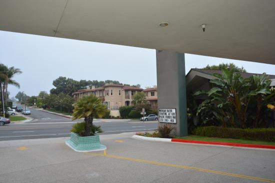 Palos Verdes Inn: Entrance zone