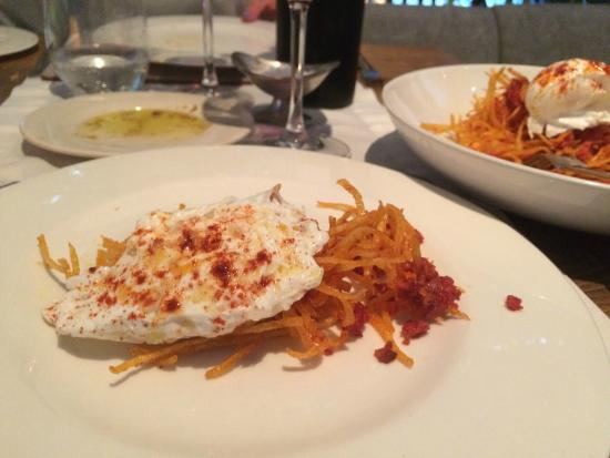 A Contraluz: Poached egg with chorizo and crystallised potatoes