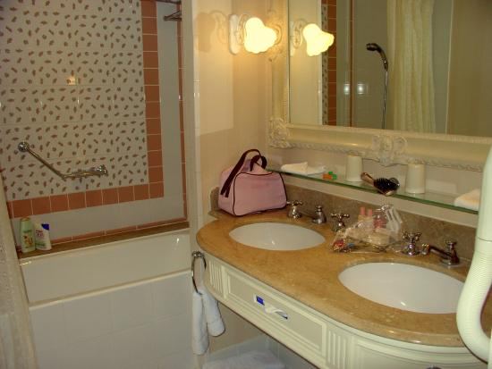 Salle de bain photo de disneyland hotel chessy for Salle bain hotel