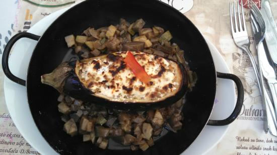 Bistro Fotic : Stuffed eggplant, delicious!