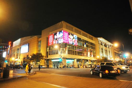 Photo of Tourist Attraction Verizon Center at 601 F St Nw, Washington DC, DC 20004, United States