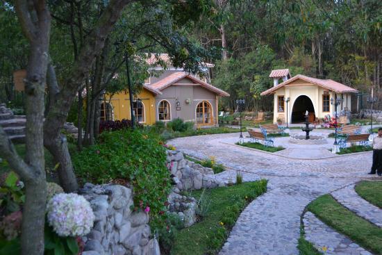 Hotel Pisonay Pueblo: Vista desde los jardines del hotel