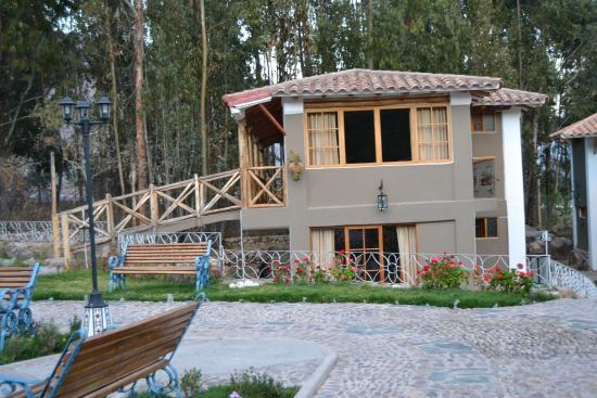Hotel Pisonay Pueblo: Jardines del hotel