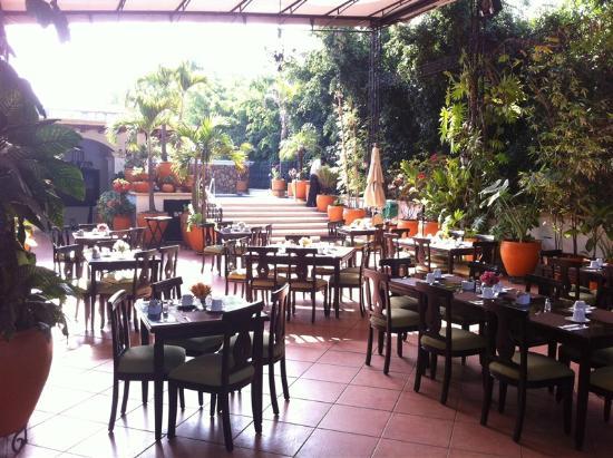 Los Pilares Hotel: Restaurant terrace!!!